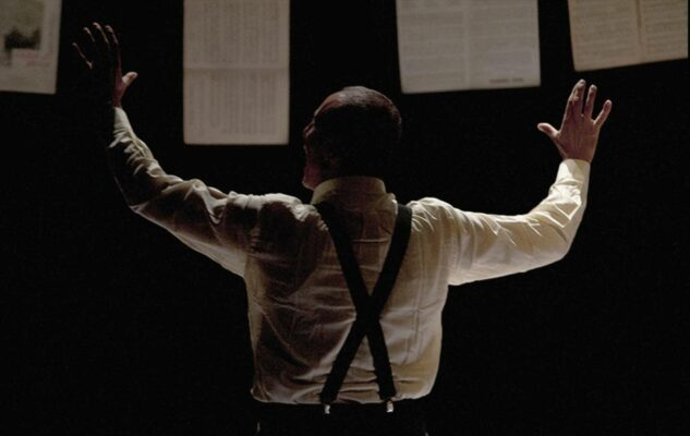Manca solo Mozart: lo spettacolo di Marco Simeoli al Teatro Sala Umberto